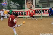 Gerardo anotando un gol en la semifinal