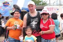 Familia Fujiki felices disfrutando del Festival