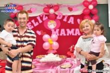 La Familia Kikuchi felices disfrutando del homenaje a la Madre