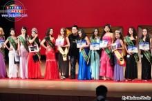 Vencedoras del certamen con el organizador