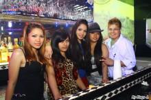 Bambam y el staff de Tropicana Night