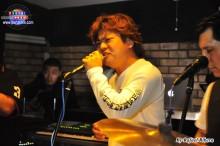 participacion del japones Takeshi cantando musicas en español y japones