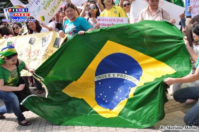Gigante bandera brasilera