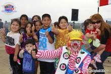 El payasito Tokuchan divirtiendo a los niños