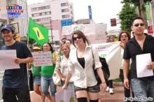 La joven Luna Imai, cabeza de la marcha de protesta en Hamamatsu