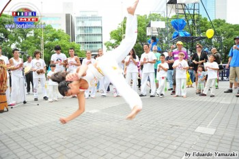 El Grupo Memoria de Capoeira hizo una presentación para los presentes, dejando a todos boquiabiertos con el balance de la capoeira.