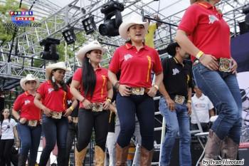 Hasta una presentación de danza country con la Comitiva de los Marvadus en música de rodeo