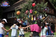 Los niños disfrutaron del divertido juego de la yunza.