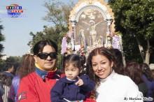 Familia devota del Cristo Morado.