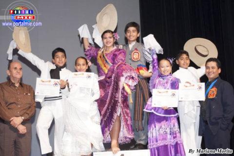 El Ministro Gustavo Peña, Chino Terrones y los campeones en categoría infantil
