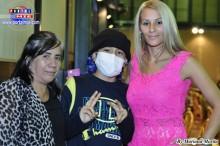 El campeón acompañado de su madre Martha y su hermana Maria José