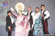 Elizabeth Takahashi acompañada de la Academia Te Amo Perú de Australia