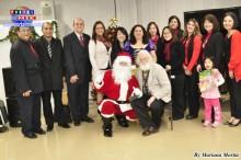 Autoridades, personal del Consulado, artistas y padre Fradera