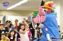 El payaso Tokuchan divirtiendo y encantando a niños y adultos