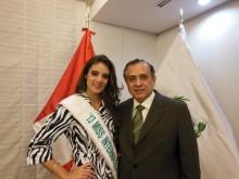 Embajador del Perú en Japón Elard Escala acompañado de la Candidata peruana María Gracia.