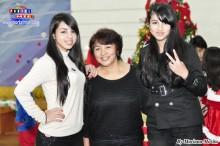 Haruko Nakasone, profesora de danza acompañada de sus hijas Keiko y Hitomi.