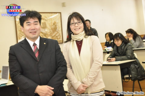 Expositor Fumio Shimamura acompañado de la Vice Presidenta de NPO-ABT Guida Suzuki