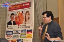 El conferencista James MCsil difundiendo el tema de comunicación.