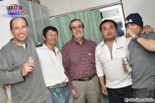 Javier Higa y amigos celebrando el aniversario de su esposa.