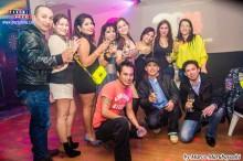 Jovana celebrando su cumplaño junto a sus amigos
