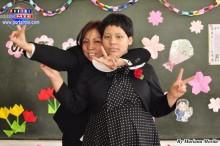 Susana madre esforzada y abnegada, súper feliz en la ceremonia de graduación.