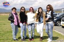 Bellas peruanas de Toyohashi alentando a sus equipos.