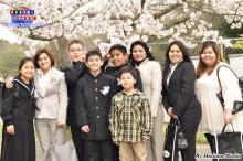 Brasileños y peruanos acompañando a sus hijos en su nueva etapa de vida escolar.