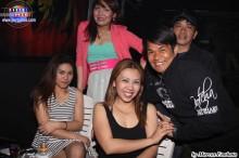 Grupo de filipinos na balada