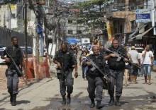 Policía brasileña asume control de favelas de Río de Janeiro