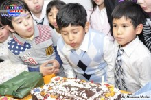 Soplando velas por e Día del Niño Pecla.jpg