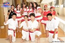 La voluntaria profesora de danza Haruko Nakasone orgullosa de sus dedicados alumnos.