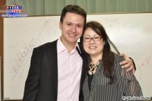 Profesor Joao Alexandre acompañado de la organizadora Akemi