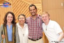 Hna. Ana María Gonzáles, Padre  José Gutiérrez acompañados de carismáticos colombianos