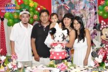 Bella Aimi acompañada de sus padres y abuelitos.