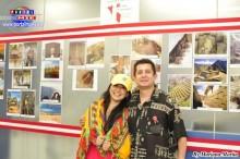César Paredes acompañado de la funcionaria peruana Yoshie Nakaya.
