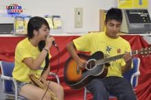 Keiko y Marcelo jóvenes integrantes del grupo folclórico Pachamama