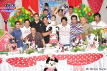 Padres cargados de alegría en la fiesta de Aimi
