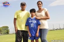 Jarek acompañado de sus padres Julio y Giovana.