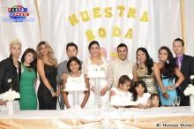 Familiares y amigos festejando el matrimonio!