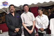 Señor de los Milagros Cónsul Adscrito Oswaldo Bravo, Padre Ángel Yamanouchi y el Coordinador  Jóse Gonzáles Yagui.