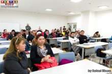 Bolivianos colmaron el auditorio