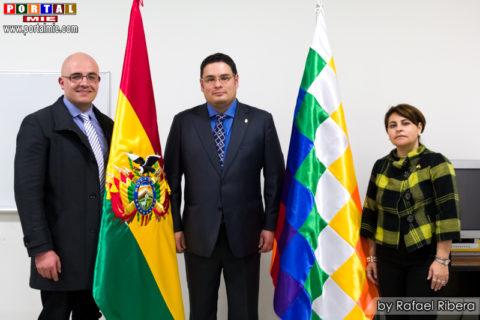 Emb. Erick Saavedra (centro), Dr. Luis Eduardo y Lic. Jimena Nasif