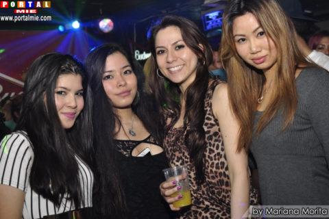 Bellas jovencitas en Skyline