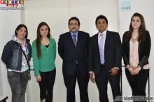 Consul General del Peru en Tokio acompanado de Angel La Rosa y su equipo de trabajo.