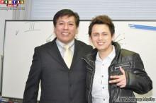 Expositor Arturo Medina y el joven participante Alexis Yokowari