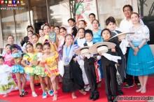 Participantes y  organizadores del concurso de danzas
