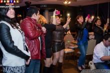 publico en nigth café de Komaki