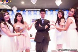 Marcelo acompañado de sus bellas damas