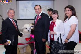 Embajador y representantes de la Asociación Peruano Japonesa