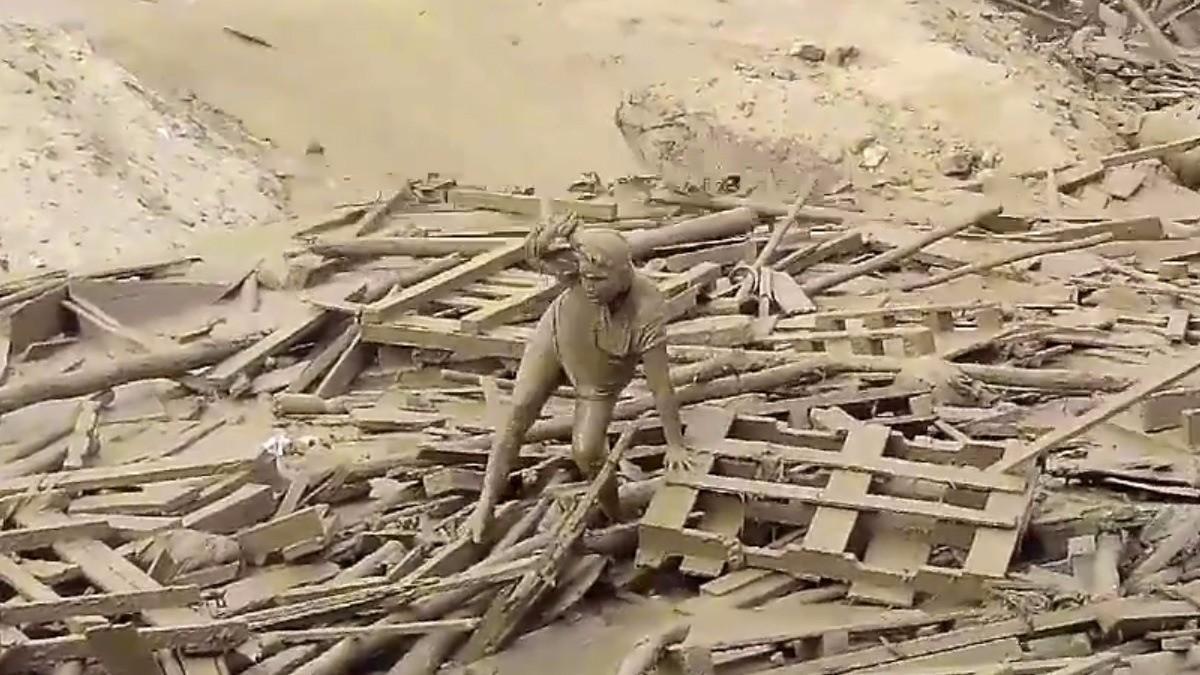 &nbspPerú: Una mujer emergió del huaico y se salvó de la muerte en Punta Hermosa (Video)